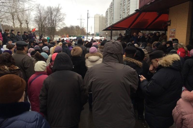 Народный сход против строительства гостиницы