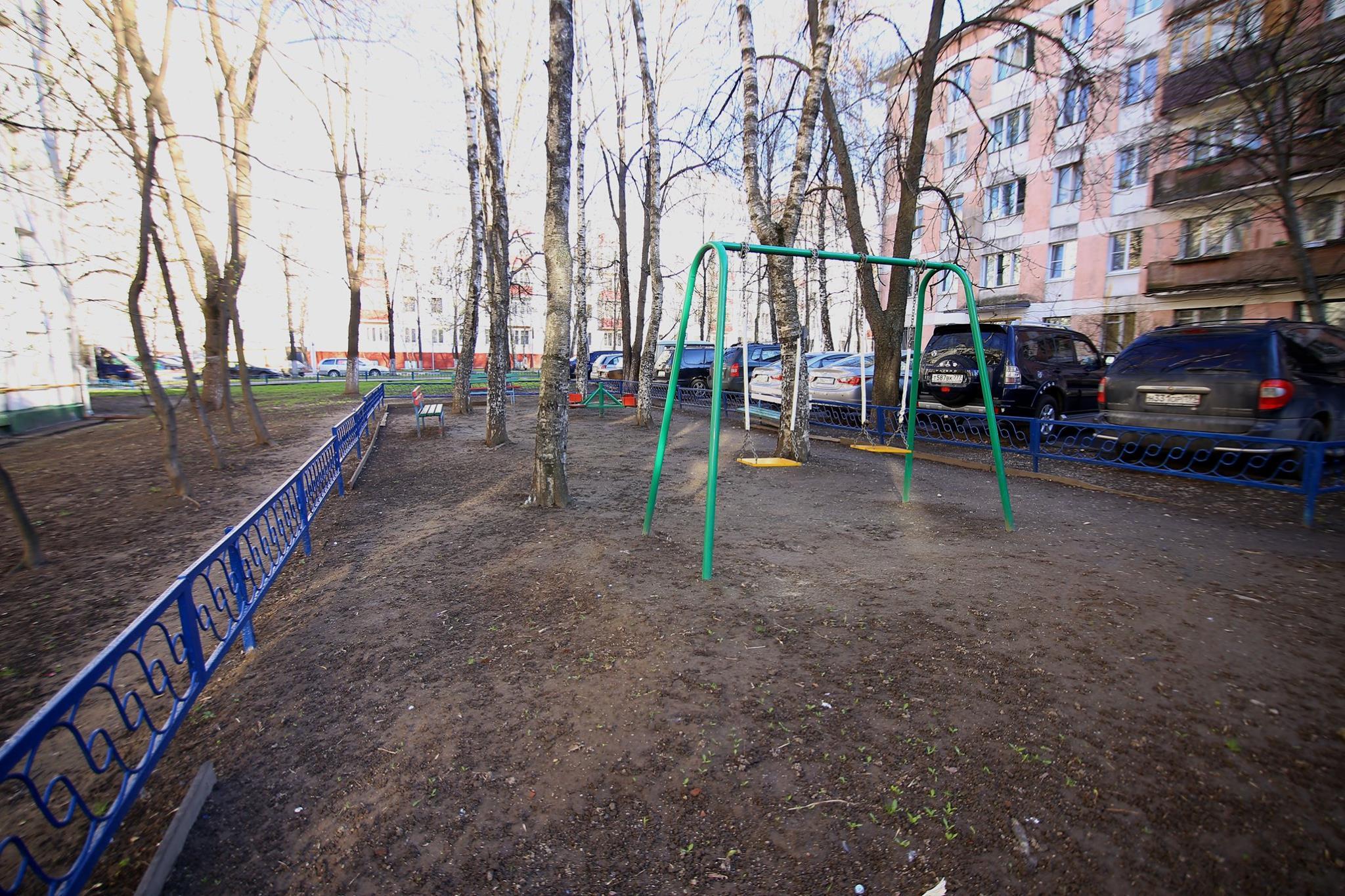 Детская площадка на Азовской, 12-1