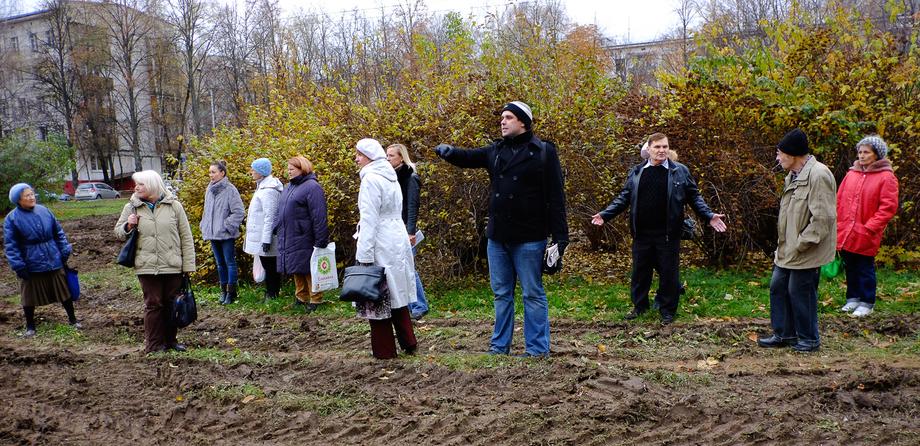 Константин Янкаускас с жителями Зюзина