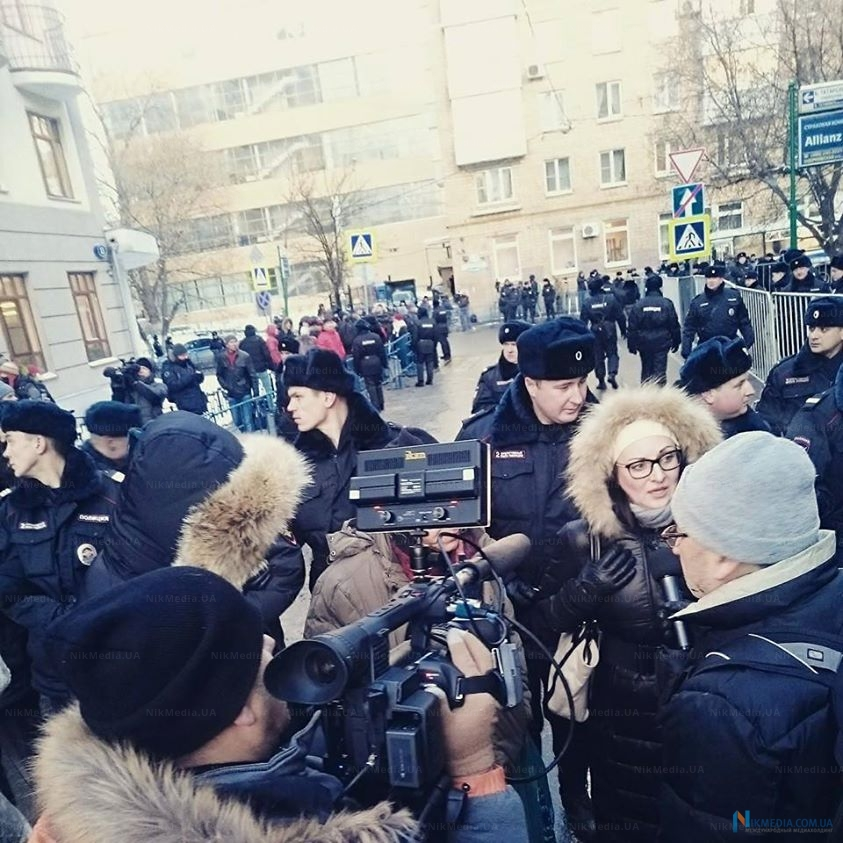 Наталья Пелевина у суда