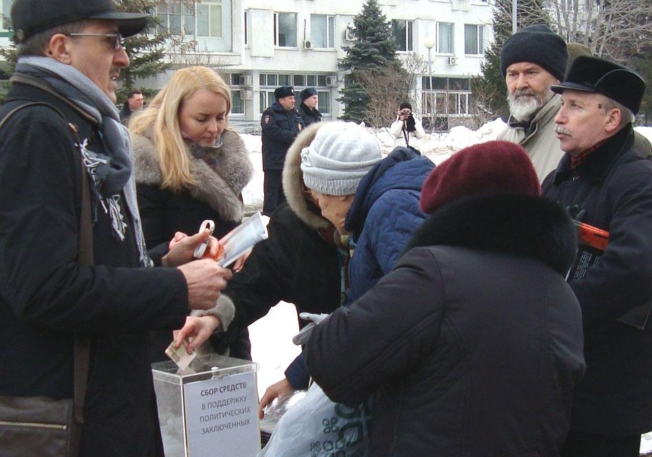 Сбор средств в поддержку политзаключенных на митинге памяти Бориса Немцова в Самаре