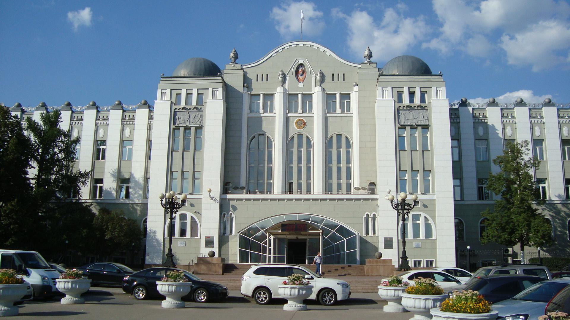 Здание Управления Куйбышевской железной дороги построенное в 1927г (Самара)